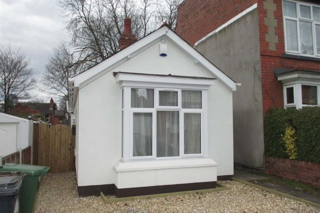 Thumbnail Bungalow to rent in Westbourne Road, Penn, Wolverhampton