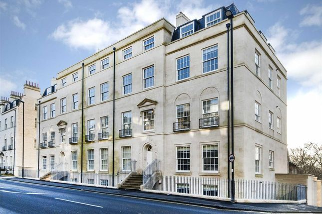 2 bedroom flat to rent in Holburne Place, Henrietta Road, Bath