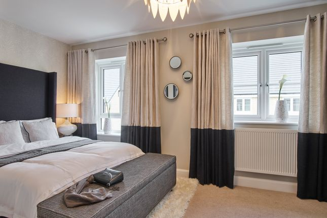 Thumbnail Flat for sale in Swales Drive, London