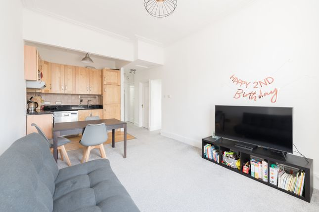 Thumbnail Flat to rent in College Crescent, London
