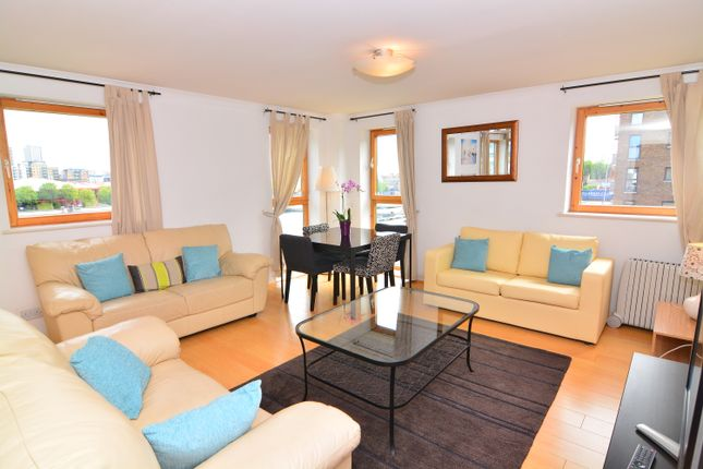 2 bed flat to rent in Marsh Wall, Canary Wharf