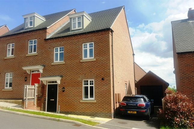 3 bed semi-detached house to rent in Woodruff Close, Coton Park, Warwickshire
