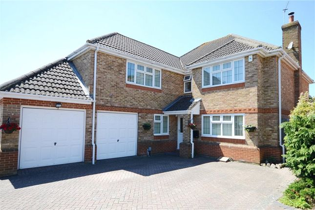 5 bed detached house for sale in Bennetts Rise, Aldershot, Hampshire