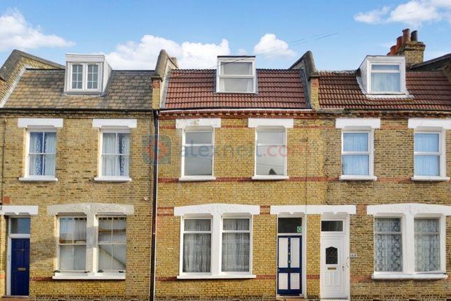 Thumbnail Town house to rent in Senrab Street, London