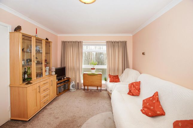 Thumbnail Flat to rent in Grierson Close, Calne