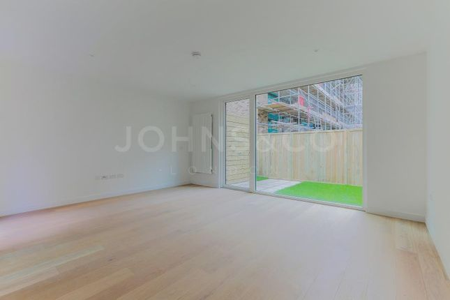 4 bed terraced house to rent in Starboard Way, London
