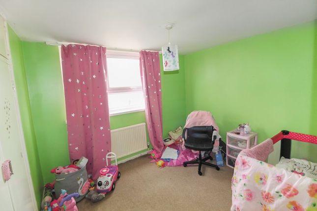 Photo 2 of Green Close, Luton LU4
