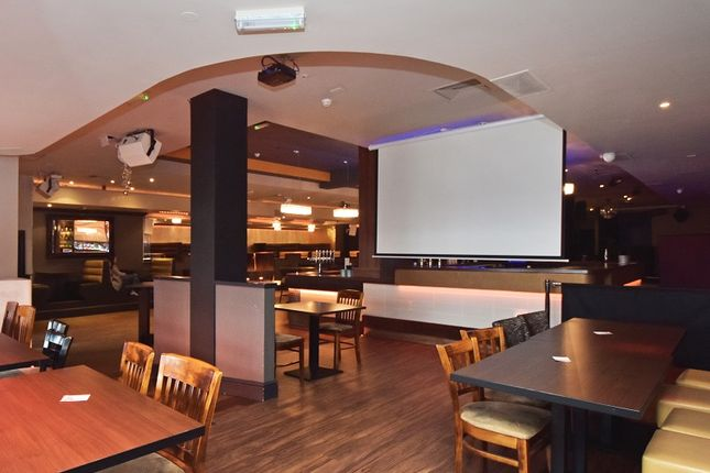 Thumbnail Pub/bar for sale in The Parade, Watford