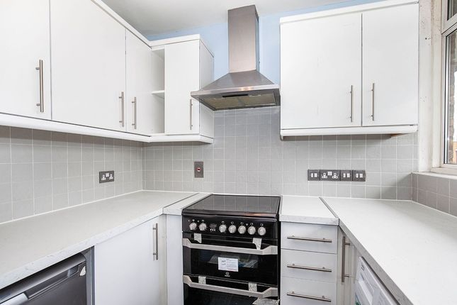 2 bed flat to rent in Portbury Close, London SE15