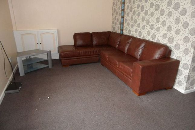 Thumbnail Flat to rent in Station Road, Hadfield