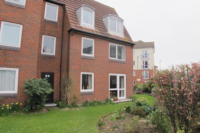 Thumbnail Flat to rent in Beach Road, Lee-On-The-Solent