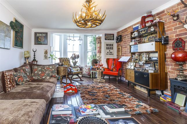 Thumbnail Maisonette for sale in Mariners Mews, London