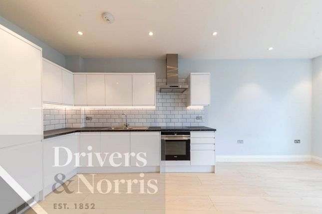 Flat to rent in Holloway Road, Islington, London
