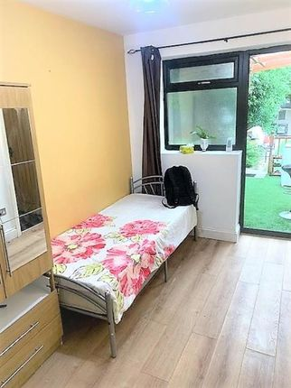 Thumbnail Studio to rent in Sylvia Avenue, Hatch End, Middlesex