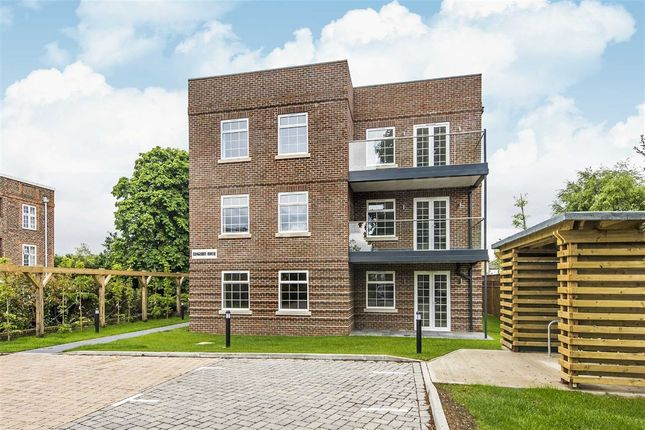 Thumbnail Flat to rent in Portsmouth Road, Surbiton