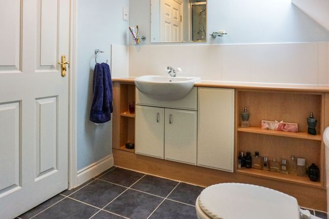En-Suite of Middlefield Court, East Morton, Keighley BD20