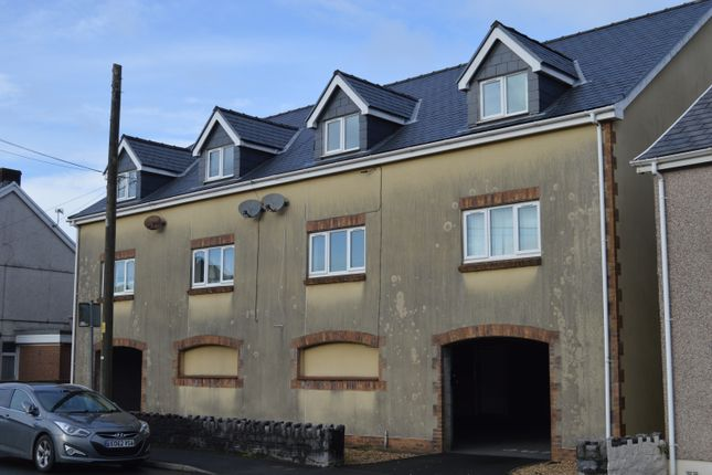 2 bed maisonette to rent in High Street, Ammanford SA18