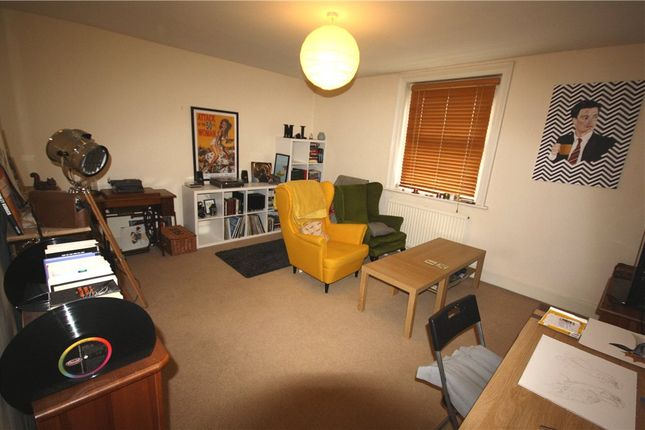1 bed flat to rent in Stoke Road, Guildford, Surrey GU1