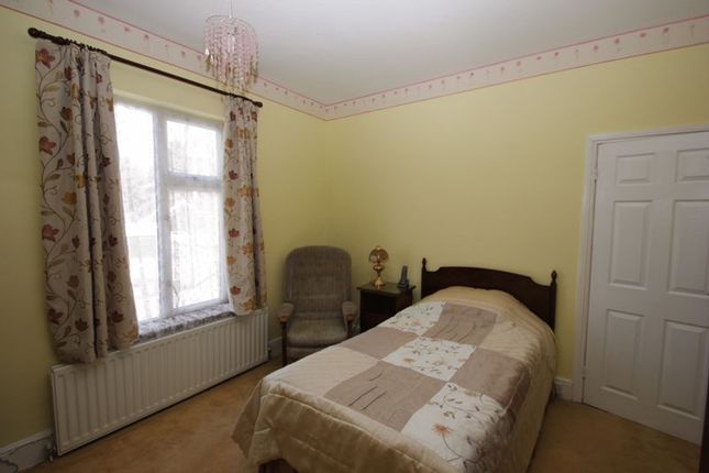 Bedroom of Station Road, Studley B80