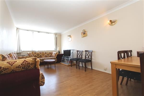 2 bed flat to rent in The Quadrangle Tower, Cambridge Square, Hyde Park Estate