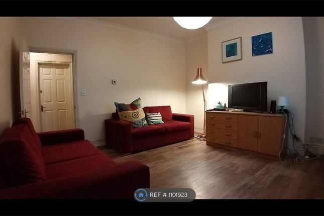 Room to rent in Cambridge Avenue, London NW6