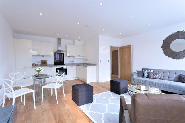Thumbnail Flat for sale in Dunhill House, High Street, Barkingside