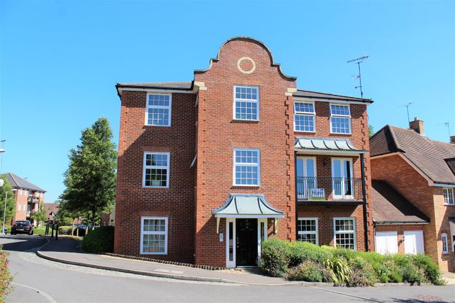 Thumbnail Flat for sale in Copperfields, High Wycombe