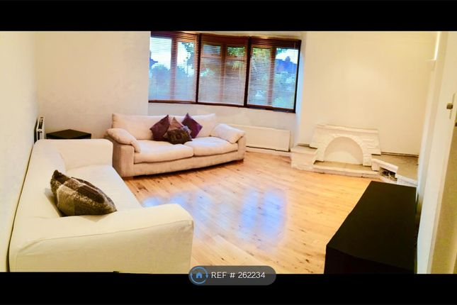 3 bed flat to rent in Alexandra Ave, Harrow
