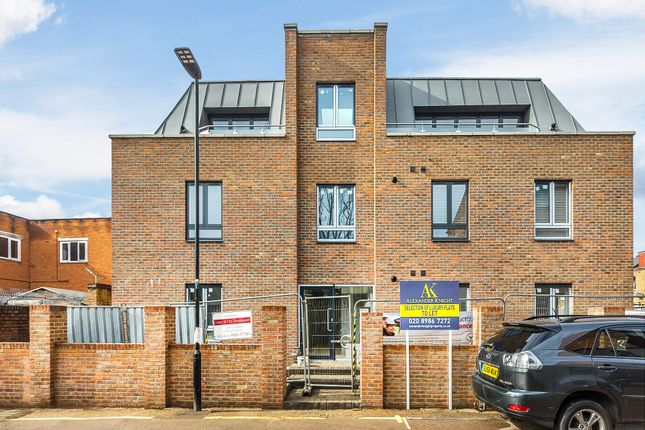 Thumbnail Flat for sale in Colina Mews, London