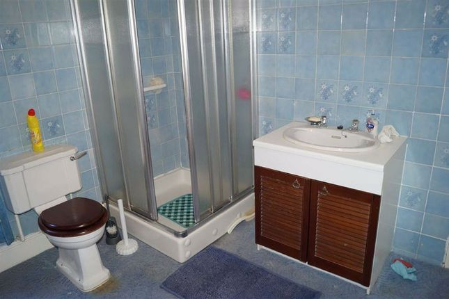 Family Bathroom of Lyndhurst Street, Mountain Ash CF45