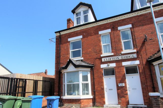 1 bed flat to rent in Clifton Place, Mansfield, Notts NG18