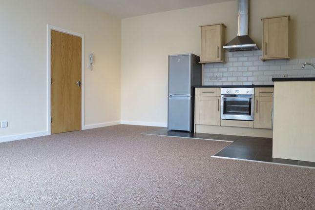 Thumbnail Flat to rent in Queenscourt, Queen Street, Morley, Leeds