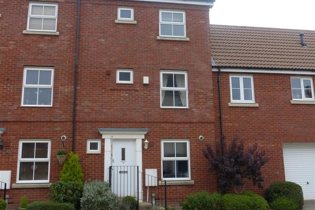 Thumbnail Town house to rent in Truscott Avenue, Swindon