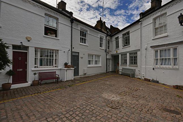 Thumbnail Property to rent in Golborne Mews, London