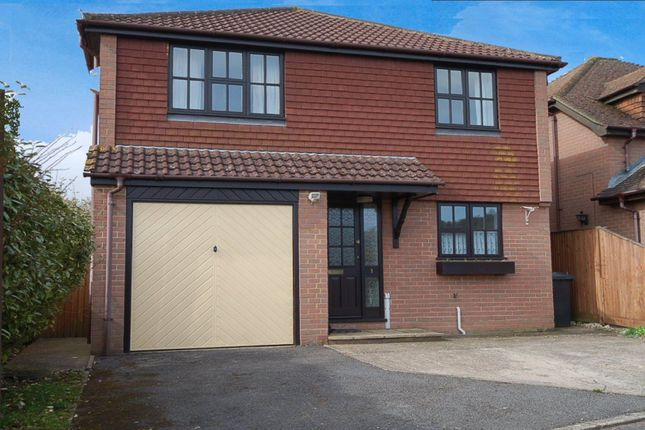 4 bed detached house to rent in The Gables, Wycombe Road, Saunderton