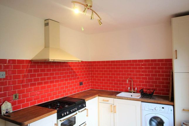 Thumbnail Property to rent in Valley Rise, Bramley, Leeds