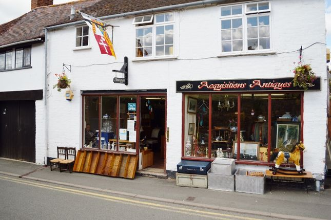 Retail premises to let in St Marys Lane, Tewkesbury, Glos