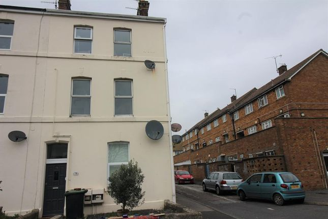2 bed flat to rent in St Leonards Road, Weymouth DT4