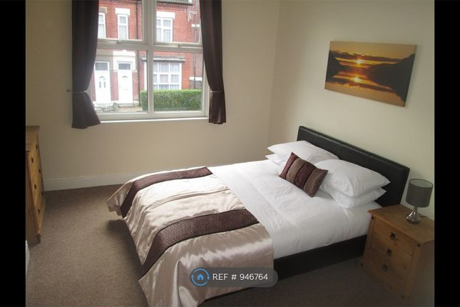 Large Fully Furnished Double Room Let