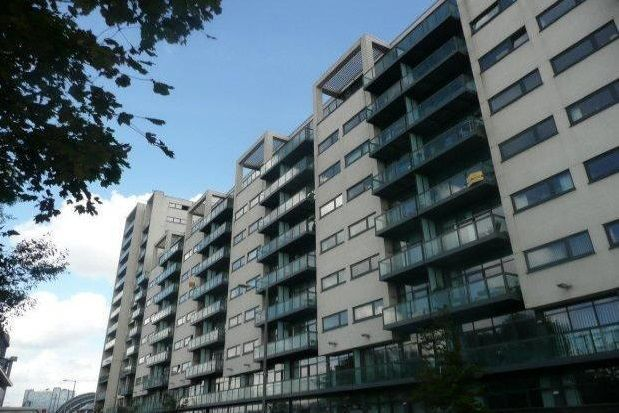 2 bed flat to rent in Lancefield Quay, City Centre