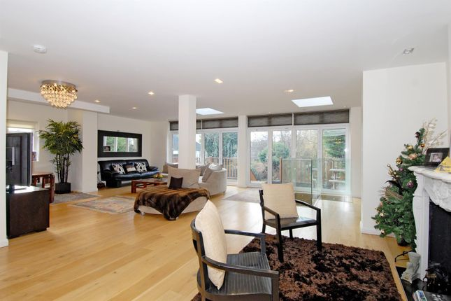 Thumbnail Semi-detached house for sale in Deansway, London