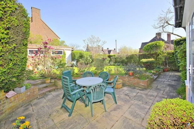 Picture No. 04 of Gurney Drive, Hampstead Garden Suburb, London N2