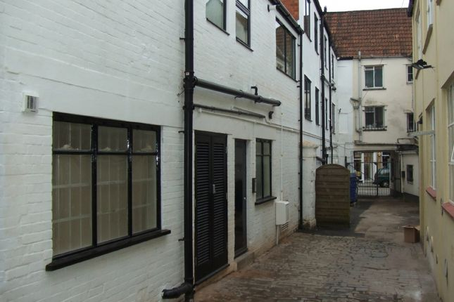 2 bed flat to rent in High Street, Wells