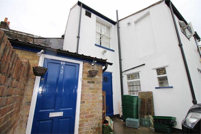 Thumbnail Flat to rent in Sun Street, Waltham Abbey, Essex