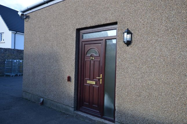 3 bed flat to rent in Commercial Road, Ladybank, Fife KY15