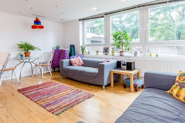 3 bed flat to rent in Kingsdown Road, London