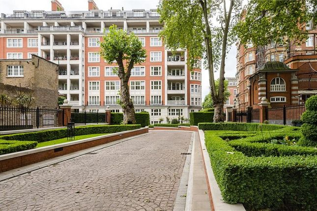 Thumbnail Flat for sale in Palace Green, Kensington