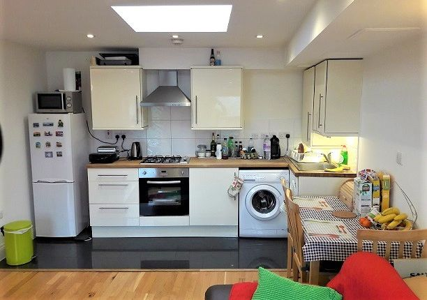 Thumbnail Flat to rent in Victory Road Mews, South Wimbledon, London