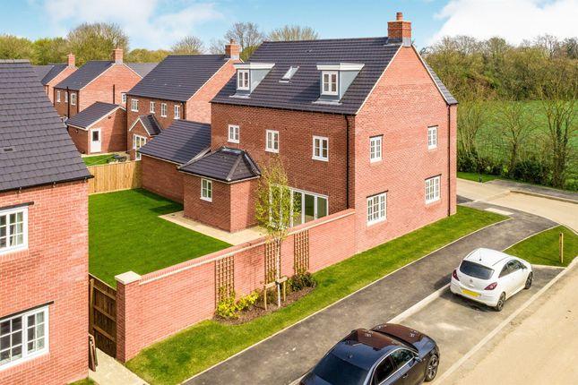 Thumbnail Detached house for sale in Bloxham Road, Banbury, Banbury