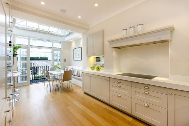 Thumbnail Property to rent in Chester Row, Belgravia